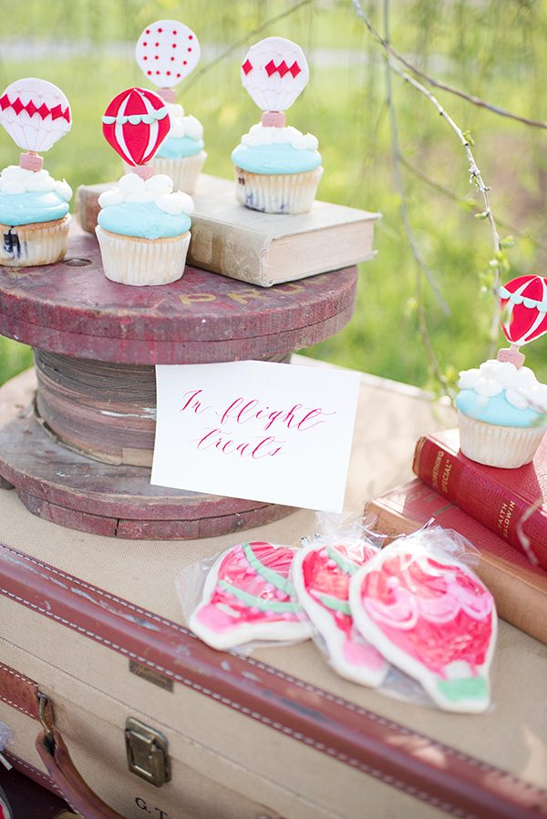 blue and red wedding ideas - photo by Elizabeth Moore Photography http://ruffledblog.com/come-fly-away-with-me-wedding-inspiration