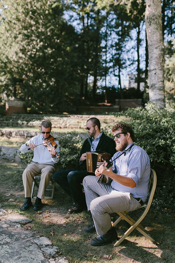 wedding music ideas - photo by Emily Delamater Photography http://ruffledblog.com/maine-wedding-with-an-emerald-green-gown