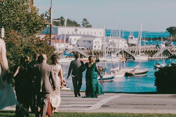 Maine wedding venues - photo by Emily Delamater Photography http://ruffledblog.com/maine-wedding-with-an-emerald-green-gown