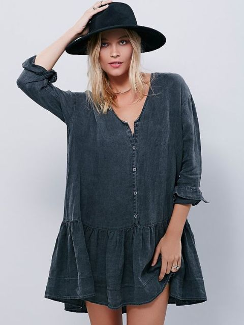 Look with loose drop waist dress and hat