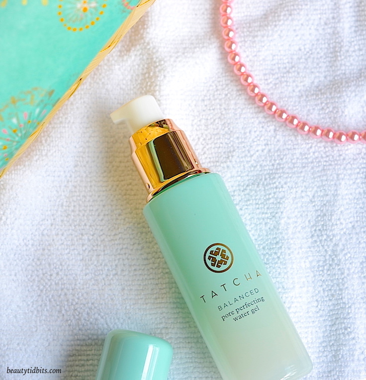 Want an ultra-light moisturizer that helps balance your skin, provides hydration, and keeps oil at bay? Tatcha Pore Perfecting Water Gel Moisturizer is just what you need! Made with oily skin in mind, this refreshing moisturizer doubles as a perfect base for makeup while adding a shine-free glow!