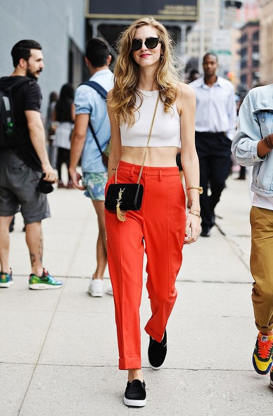 Stylish Outfits With Red Pants (7)