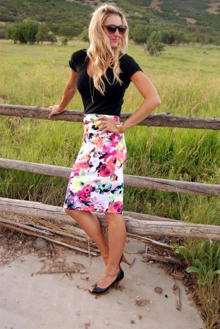 Look with black shirt and watercolor skirt