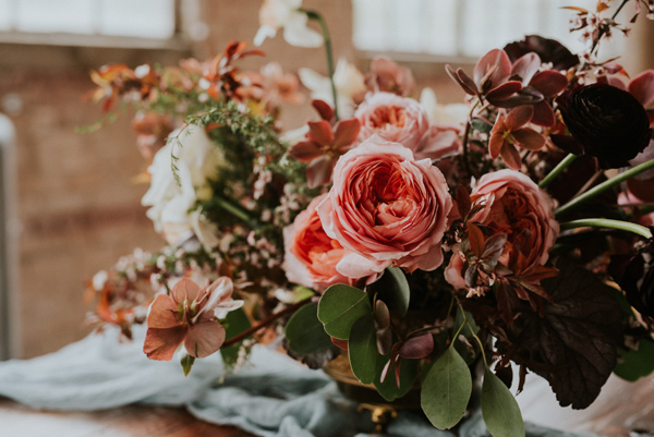 pink wedding flowers - photo by Kate Touzel Photography http://ruffledblog.com/modern-metallic-wedding-inspiration