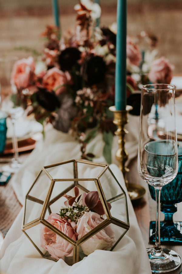 mauve and teal wedding ideas - photo by Kate Touzel Photography http://ruffledblog.com/modern-metallic-wedding-inspiration