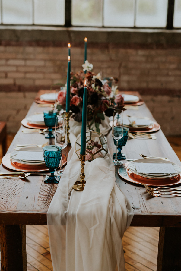 wedding table ideas - photo by Kate Touzel Photography http://ruffledblog.com/modern-metallic-wedding-inspiration
