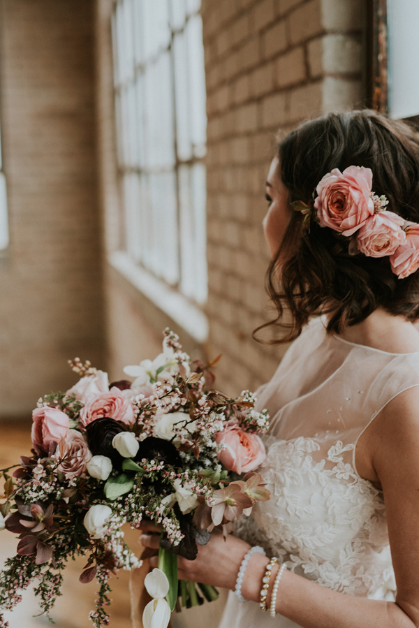 wedding hair flowers - photo by Kate Touzel Photography http://ruffledblog.com/modern-metallic-wedding-inspiration