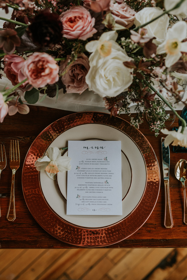rose gold wedding ideas - photo by Kate Touzel Photography http://ruffledblog.com/modern-metallic-wedding-inspiration