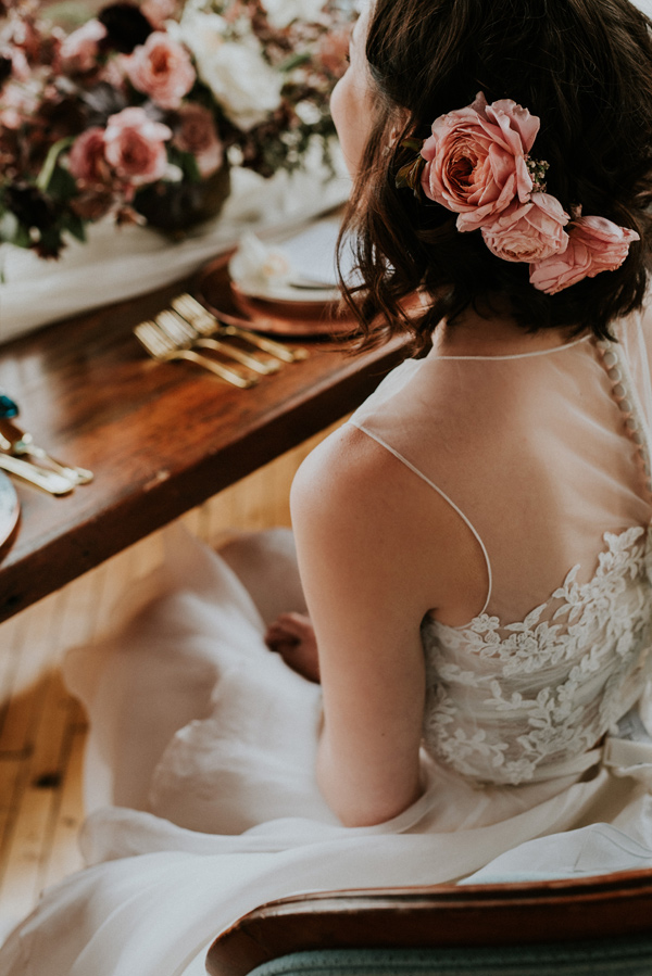 wedding hairstyles - photo by Kate Touzel Photography http://ruffledblog.com/modern-metallic-wedding-inspiration