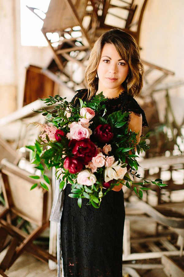 pink and red bouquets - photo by Jeff Brummett Visuals http://ruffledblog.com/romantic-elopement-in-tehuacana