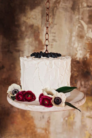 Hanging white cake with blueberries | Amilia Photography