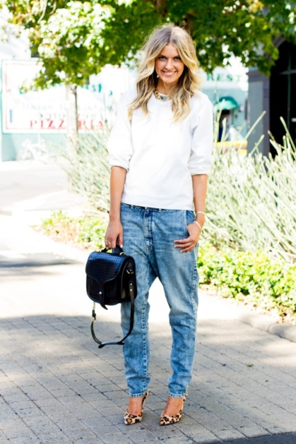 Office look with white blouse and low slung jeans