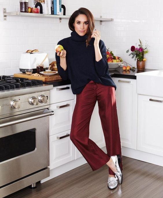 Stylish Outfits With Red Pants (10)