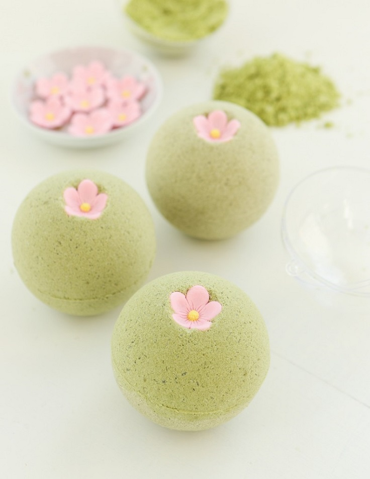 We picked 10 colorful bath bombs with different scents, so it's up to you to find your favorite and make it at home. With the right packing, you can give a bath bomb to someone special as gift as well. #diy