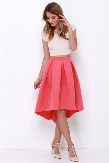 Look with high low skirt and white crop top