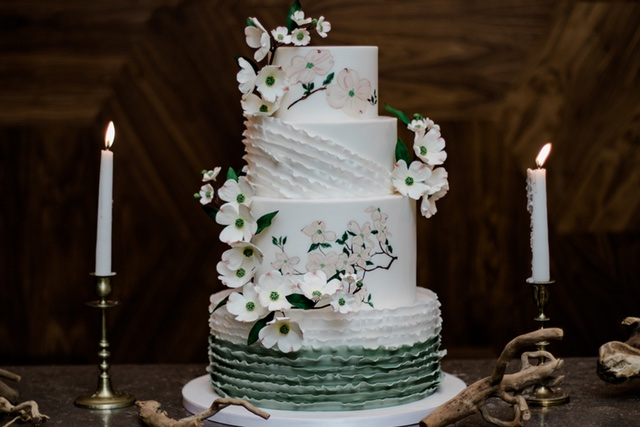 Floral and ruffled cake| Bonphotage photography