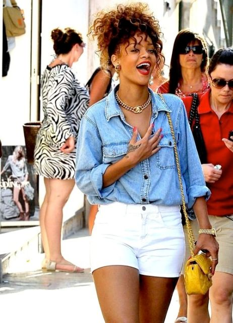 Look with shorts and denim shirt