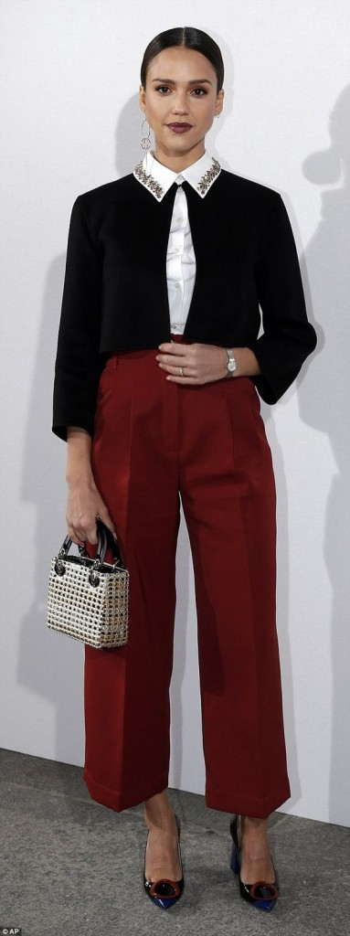 Stylish Outfits With Red Pants (17)