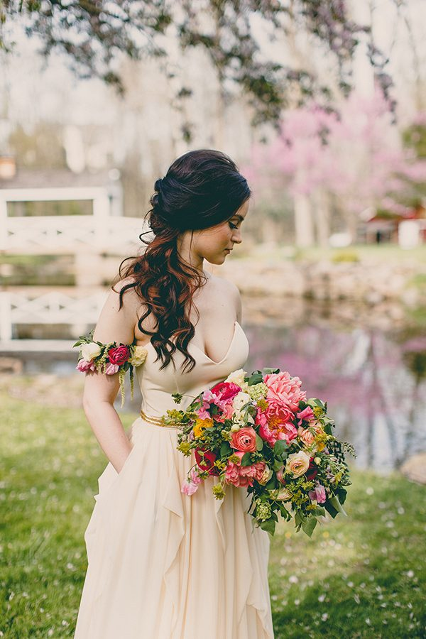 summer floral ideas - photo by Tree of Life Films http://ruffledblog.com/summer-brunch-wedding-inspiration