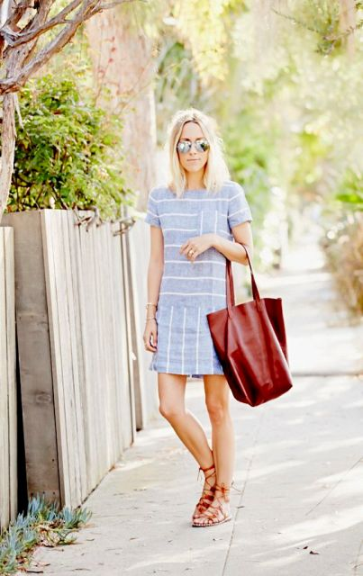 Comfy look with drop waist dress, lace up sandals and tote