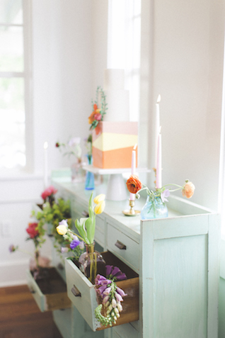Vintage table with flowers in drawers wedding cake display | Stephanie Yonce Photography