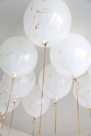 White and gold balloons | 2016 Wedding Trend | Marble Wedding Details