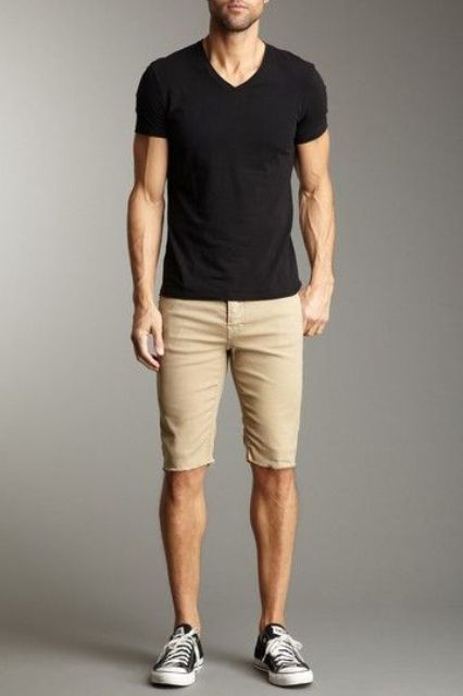 beige shorts, a black tee and black sneakers