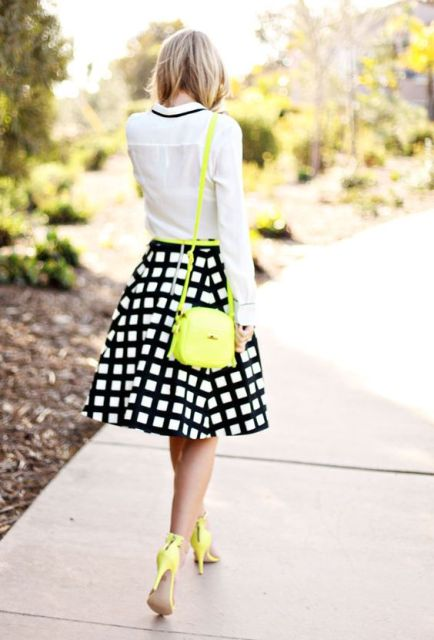 Look with checked skirt and bright accessories