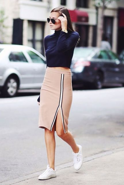 Sporty look with pencil skirt, white sneakers and shirt