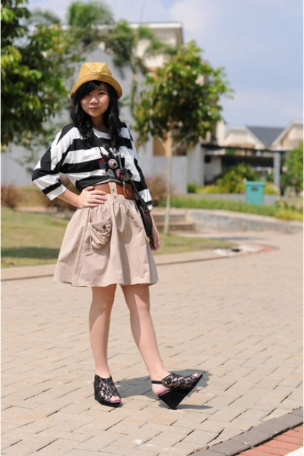 With striped shirt, platform sandals and bag