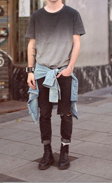 distressed black jeans, an ombre tee, a denim jacket and black Converse