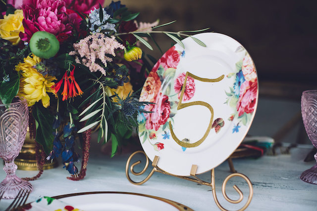 Vintage floral plate table number | Monika Gauthier Photography
