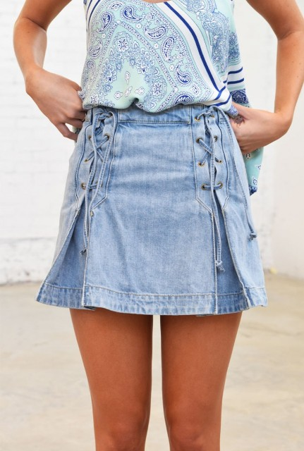 Outfit with lace up denim skirt and printed shirt