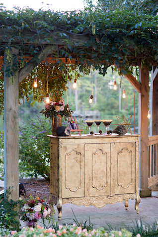 Outdoor bar at wedding | Grant & Deb Photographers