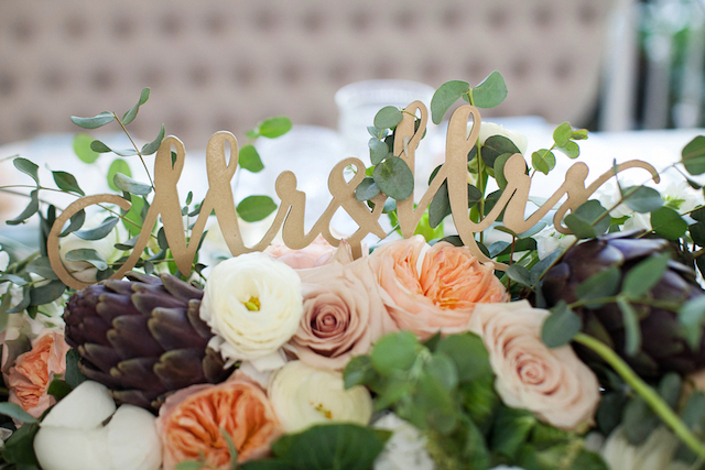 Mrs & Mrs sign on sweetheart table | Phindy Studios