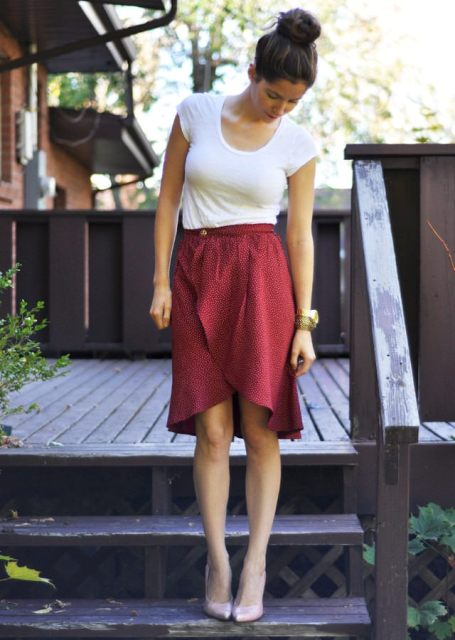 Simple but chic tulip skirt with pumps and white t-shirt