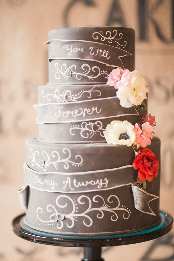 wedding chalkboard cake - photo by Gideon Photography http://ruffledblog.com/artist-chalkboard-inspired-wedding