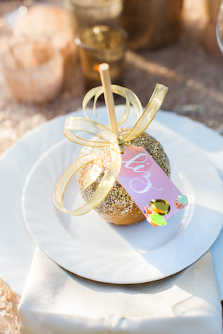 Caramel apple with glitter and place card | Grant & Deb Photographers