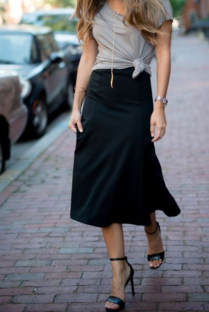 Casual look with black midi skirt and heels