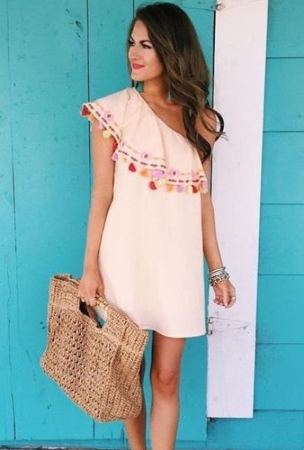 Look with one shoulder dress and unique bag