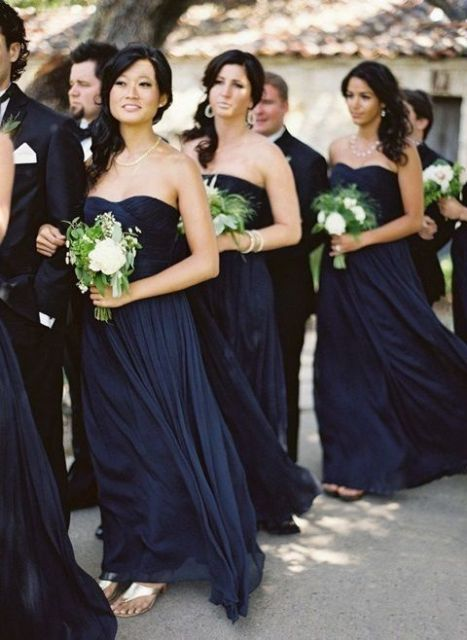 Strapless dresses from airy fabrics