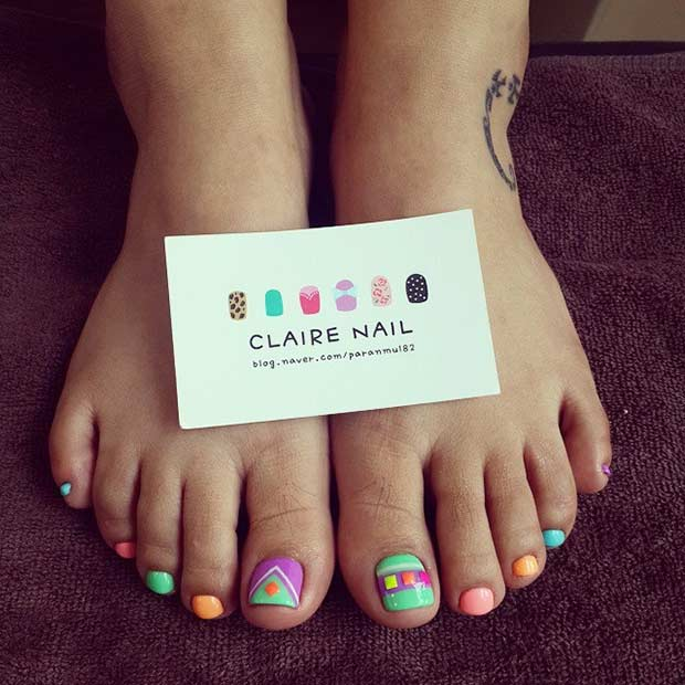 Simple Bright Toe Nail Design for Summer