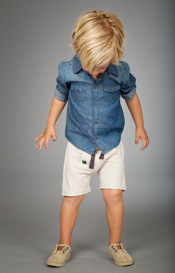 a denim shirt, white shorts and beige sneakers