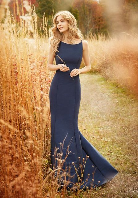 Simple but chic maxi dress for fall weddings