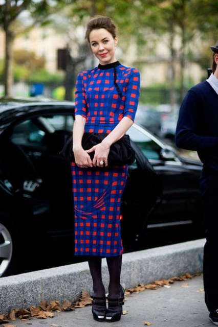 Midi blue and red dress with velvet clutch