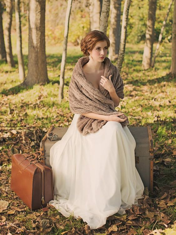 brown faux fur stole for a vintage bridal look