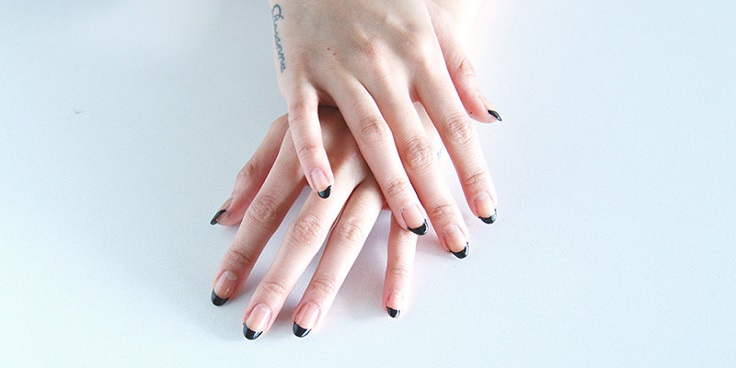In this article we're showing you 10 ideas presenting the minimalist style. The minimalism is the reason why it's so easy to do it yourself, and will look so great. #nailart #diy