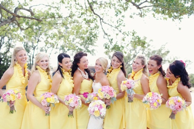 Ruffle sleeveless dresses with genlte bouquets