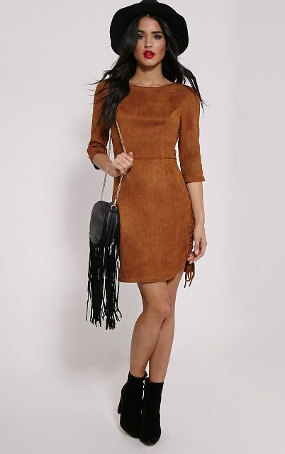 With fringe bag, boots and hat