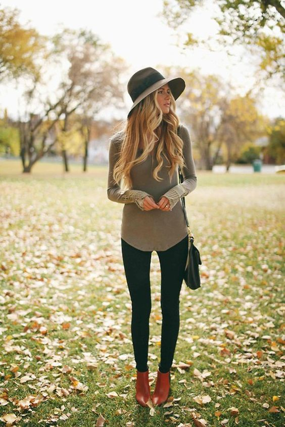 black leggings, a grey shirt, ankle boots and a hat